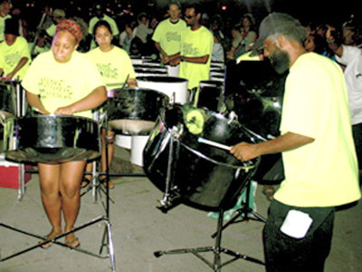 Grand steelband show in Cote des Neiges