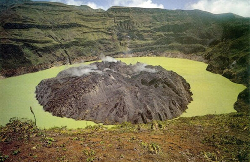 Volcanoes keep Residents of SVG and Martnique on alert
